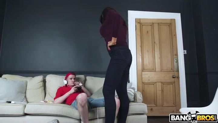 Giantess spanks boy xxx photo