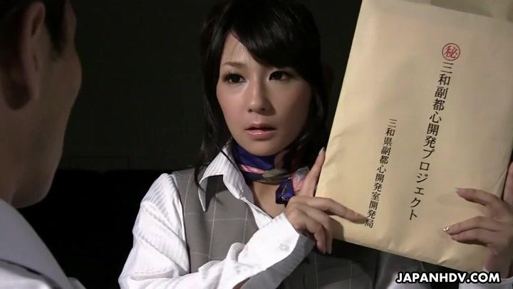 Kinky Sekretär Chiharu Nakai erpresst Chef und reitet auf seinem Gesicht