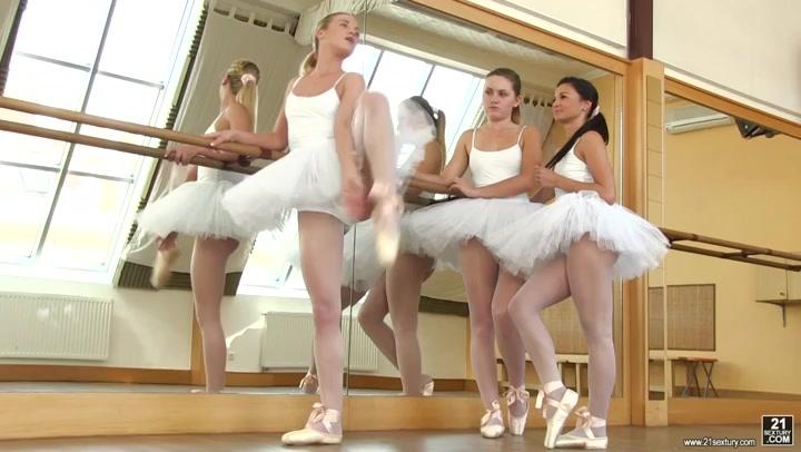 Tschechische Ballerinas Adele, Valerie & Vinna Reed haben heißen Lesbendreier